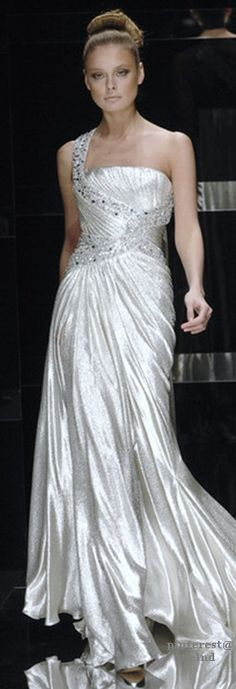 See the entire collection from the Elie Saab Spring 2008 Haute Couture runway show. Couture Mode, Couture Fashion, Beautiful Gowns, Beautiful Outfits, Elie Saab Spring, Couture Wedding Gowns, Glamour, Timeless Fashion, Pretty Dresses