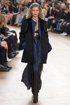 Nina Ricci Fall 2017 Ready-to-Wear Fashion Show - Ola Rudnicka (Next)