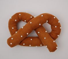 Pretzel pincushion with white pins would look tres efective