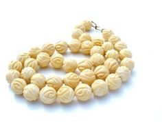 Early Vintage Plastics - This is a hand knotted ivory colored hand carved rose beaded necklace. This flower necklace is 23 inches long and inch wide and has a signed Coro hook on it. Vintage Costume Jewelry, Vintage Costumes, Vintage Jewelry, Le Jade, Amethyst Jewelry, Rose Jewelry, Jewellery, Jewelry Art, Fashion Jewelry