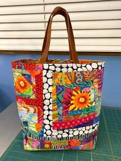 Crazy Patchwork, Patchwork Bags, Patchwork Designs, Fabric Purses, Fabric Bags, Fabric Scraps, Scrappy Quilt Patterns, Quilted Purse Patterns, Quilted Tote Bags