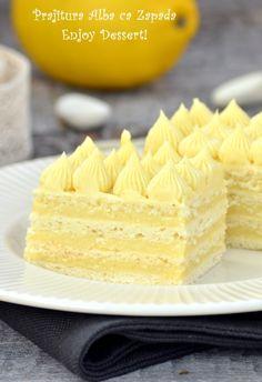 Hófehérke szelet – Ne hagyjátok ki Egy kóstolóval nem érnéd be! Sweet Cookies, Cake Cookies, Sweet Treats, Ital Food, Snow Cake, Cookie Recipes, Dessert Recipes, Hungarian Recipes, Homemade Cakes