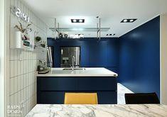 [BY 라움디자인] 안녕하세요. 라움디자인입니다. 오늘은 파란 주방이 인상적인 42평 아파트 인테리어를 ...