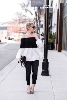 Black and white To find out all the details about this outfit on Fashionably Lo, click here!   via @AOL_Lifestyle Read more: https://www.aol.com/article/lifestyle/2017/06/10/s/22135013/?a_dgi=aolshare_pinterest#fullscreen