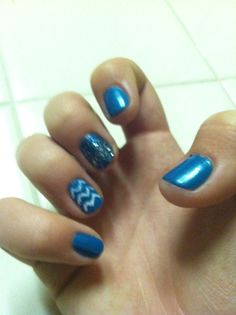 This is a cute idea for people with short nails ashlees ideas short chevron blue aqua sparkly diy glitter nails cute do it yourself hair nails makeup easy solutioingenieria Images
