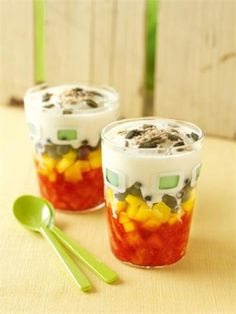 Chopped Fruit Salad from Nigella. Chopped fruit with yogurt and seeds and travels well in a jar or mug. New Recipes, Cooking Recipes, Favorite Recipes, Healthy Recipes, Healthy Eats, Cooking Tips, Healthy Snacks, Recipies, Fruit Trifle