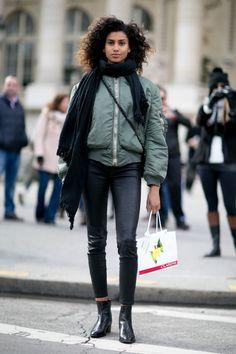Street Style: Imaan Hammam at Paris Fashion Week Office Fashion Women, Womens Fashion For Work, Winter Wear, Autumn Winter Fashion, Winter 2017, Fall 2016, Winter Style, Fashion Week, Paris Fashion