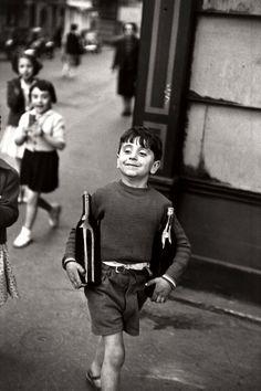 Henri Cartier-Bresson - Rue Mouffetard, Paris, 1954.