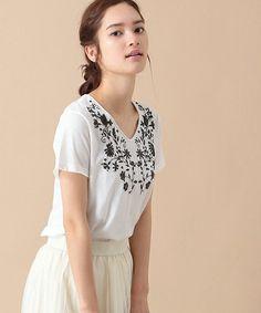 【ZOZOTOWN】SEVENDAYS=SUNDAY(セブンデイズサンデイ)のTシャツ/カットソー「刺繍風プリント 半袖VネックTeeシャツ」(30166C10290)をセール価格で購入できます。