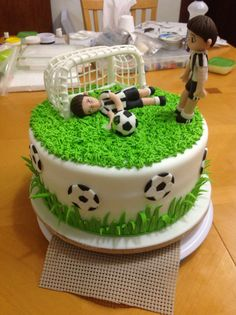Soccer cake Soccer Birthday Cakes, Soccer Cakes, Soccer Party, Fondant Cakes, Cupcake Cakes, Rodjendanske Torte, Sport Cakes, Homemade Birthday Cakes, Cake Decorating Techniques