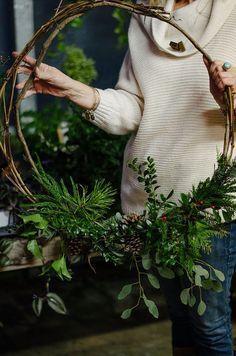 simple, minimal greenary and branch wreath #christmas #homedecor #wreath