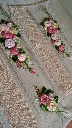 Wonderful Ribbon Embroidery Flowers by Hand Ideas. Enchanting Ribbon Embroidery Flowers by Hand Ideas. Ribbon Embroidery Tutorial, Silk Ribbon Embroidery, Embroidery Stitches, Embroidery Patterns, Hand Embroidery, Ribbon Art, Ribbon Crafts, Débardeurs Au Crochet, Band Kunst