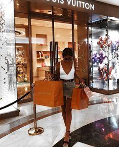 Luxury lifestyle fashion, boujee lifestyle и rich lifestyle. Fashion Line, Look Fashion, Fashion Outfits, Womens Fashion, Girl Fashion, Boujee Lifestyle, Luxury Lifestyle Fashion, Luxury Fashion, Louis Vuitton