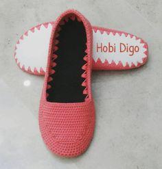#örgüayakkabi  #babet #ayakkabi #hobidigo #digo #nakopırlanta #tığişi #nakoileörüyorum #shoe #knittinglove # Crochet Sandals, Crochet Slippers, Knitted Baby Clothes, Crochet Clothes, Crochet Ripple, Knit Crochet, Make Your Own Shoes, Crochet Slipper Pattern, Diy Crafts Crochet