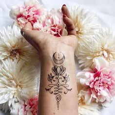40 Unique Tattoos For Girls That Are Amazingly Beautiful - Page 2 of 4 - Style O Check Unalome Tattoo, Lotusblume Tattoo, Piercing Tattoo, Real Tattoo, Let It Be Tattoo, Tattoo Forearm, Tattoo Moon, Tattoo Set, Wrist Tattoos