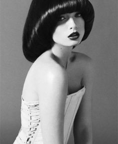 Old hair - Lu Santos Pageboy Haircut, Mushroom Hair, Rihanna Makeup, 70s Hair, Haircut And Color, Page Boy, 1960s Fashion, How To Make Hair, Great Hair