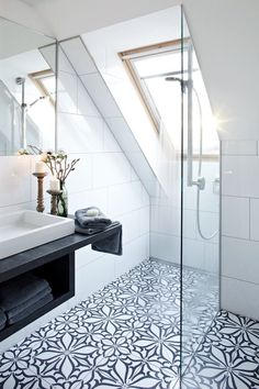 Gorgeous black and white feature floor tiles in this bathroom