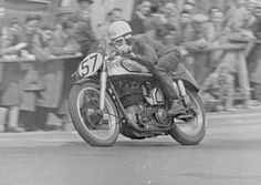 The Isle of Man TT is fully underway with qualifying already in full swing. If you're making the trip over to the Isle of Man then you'll love our free map. British Motorcycles, Racing Motorcycles, Vintage Motorcycles, Vintage Cycles, Vintage Racing, Vintage Cars, Vintage Ideas, Vintage Designs, Norton Manx