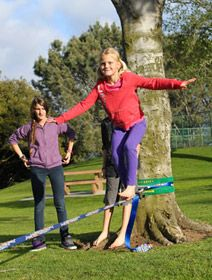 Have you already bought your first line and set it up? Then it is time to learn how to walk it! We'll present you an effective technique to learn slack lining.