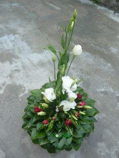 Funeral Flower Arrangements, Funeral Flowers, Floral Arrangements, Arte Floral, Centerpieces, Plants, Blog, Ivy, Creative Flower Arrangements