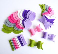 This listing is for 14 UNASSEMBLED felt bows, you will receive the pieces for 2 bows of each color. You will receive the instructions for folding. The SET exactly as the picture. The set not include any assembly bow. Size bow assembled: 6.5cm x 3.2cm In the last picture you can