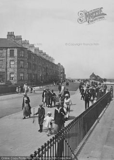 Photo of The Promenade Part of The Francis Frith Collection of historic photographs of Britain. Did you know you can browse the archive online today for free? Your nostalgic journey has begun. Vintage Photographs, Vintage Images, Nostalgic Images, British Summer, The Old Days, Roaring Twenties, Local History, Vintage Magazines, North Yorkshire