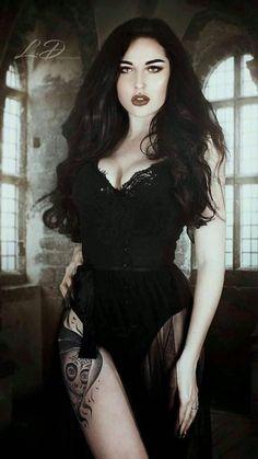 Gothic Girls long cool woman in a black dress chords - Woman Dresses Punk Girls, Hot Goth Girls, Dark Beauty, Goth Beauty, Dark Fashion, Gothic Fashion, Style Fashion, Lolita Gothic, Gothic Tattoo