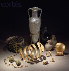 Jewelry and Glassware From Pompeii  Museo Archeologico Nazionale,Naples Gioielli e oggetti in vetro da Pompei  Museo Archeologico Nazionale,Napoli  