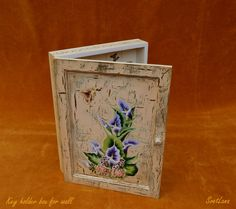 Decorative key holder box for wall hand-painted with acrylic upon the handmade craquelure and varnished with gloss. Sea Flowers, Mixed Media Painting, Decorative Objects, Painting & Drawing, Framed Art, Art Gallery, Hand Painted, Album, Glass