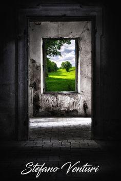 La vita oltre le mura è molto più bella di quella che sto vivendo in questa casa. Scarica questa foto ad alta risoluzione e usala come meglio credi.
