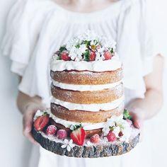 Strawberries and Cream Cake for Design & Trädgård Magazine Pretty Cakes, Beautiful Cakes, Amazing Cakes, Slow Cooker Desserts, Strawberry Cream Cakes, Strawberries And Cream, Cupcakes, Cupcake Cakes, Nake Cake