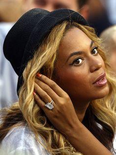 El anillo de compromiso de Jay-Z a Beyonce, de 18 quilates.
