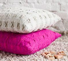 Kauniit kudotut villatyynyt – Katso ohjeet: Kotiliesi.fi - Woven cushions Malli, Loom, Ottoman, Weaving, Cushions, Throw Pillows, Inspiration, Home Decor, Biblical Inspiration