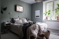Slaapkamer Groen Grijs : Serene slaapkamer met grijs groene muren home decor pinterest