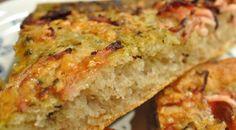 Pizzabrød med skinkestrimler, pesto og hvidløgsdyp
