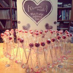 Valentinstag in der Agentur. #ketchum Alcoholic Drinks, Wine, Glass, Valentines Day, Drinkware, Corning Glass, Liquor Drinks, Alcoholic Beverages, Liquor