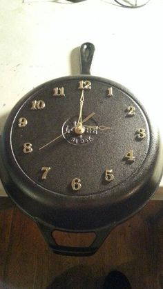 Black Round Deep Rustic Country Authentic Lodge Cast Iron Skillet Frying Pan Griddle Clock