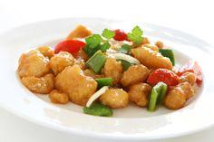 Cette recette de poulet aigre-doux à la mijoteuse est exceptionnellement tendre et savoureuse. En plus, c'est très rapide à faire :) Crock Pot Slow Cooker, Crockpot, Chicken Salad, Chinese Food, Biscuits, Food And Drink, Ethnic Recipes, Fudge, Chile Recipe