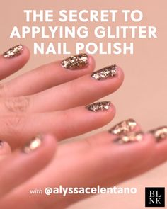 The Secret to Applying Glitter Nail Polish Nail Polish nail polish videos Nail Art Hacks, Nail Polish Hacks, Diy Nails, Cute Nails, Nail Nail, Broken Nails, Nail Design Video, Nails Design, Manicure Y Pedicure