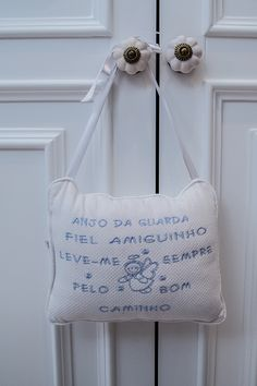Quarto do bebê de Maria Rudge | Almoço de sexta Light Blue Nursery, Baby Bedroom, 35, Baby Boy Nurseries, Reusable Tote Bags, Chanel, Lala, Nursery Ideas, Baby Boys