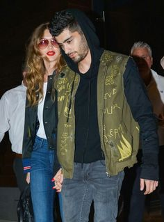 Coy smile: ZAYN, The Pillowtalk hitmaker looked loved-up as he went hand-in-hand with his girlfriend Gigi Hadid. Fast Fashion, Look Fashion, Fashion Models, Mens Fashion, Celebrities Fashion, Celebrity Couples, Celebrity Style, Gigi Hadid And Zayn Malik, Gigi Hadid 2014
