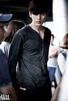 Park Hae Jin as Lee Jung Moon in Bad Guys