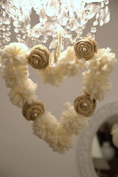 Shabby Pom Pom Heart...mini how to. In Spanish with English underneath...so sweet, love this!