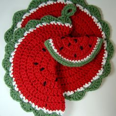 Omg awe, my mom made these when I was growing up.Crochet Watermelon Pot Holder Dishcloth Magnet by MagnoliaSurprise Crochet Kitchen, Crochet Home, Love Crochet, Crochet Motif, Crochet Crafts, Crochet Projects, Crochet Patterns, Crochet Fruit, Crochet Flowers