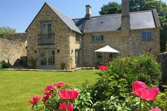 Hillside Cottage, Swinbrook is a stunning 5 star cottage, presented to the highest standard and without question one of the finest cottages in the Burford...
