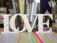 Letras de madera decoradas con washi tape. Encárganos tus letras de madera natural y decóralas o haz tu pedido personalizado.