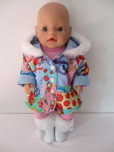 Voor Baby Born Girl een schattig winterjasje met capuchon en een bontrand