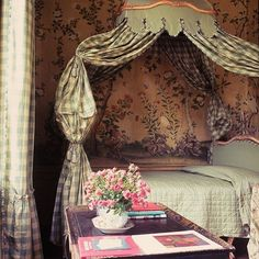 A bed fit for a swan: Marella Agnelli's Louis XV Piedmont bed with taffeta baldachin at Villa Perosa. Modern French Country, French Country House, French Country Decorating, French Style, French Cottage, Country Charm, Bedroom Green, Bedroom Decor, Green Bedrooms