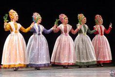 Poland Poznań Bamberki - chikita banana much. But totally gorgeous. Folk Clothing, Historical Clothing, Polish Folk Art, Traditional Dresses, Traditional Styles, Folk Dance, Beautiful Costumes, Folk Costume, Muslim Women