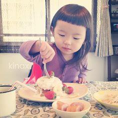 *  good afternoon(๑′ᴗ‵๑)☀  Today's breakfast is a banana pancake  *  今朝は、ブッキーママに美味しいよって教えてもらった、バナナパンケーキ(๑′ڡ‵๑)  もりもり食べたよー✨  *  昨日ちびっこに、明日と明後日の予定を話してた時  あさってー?って聞くので、明後日って知ってる?って聞いてみたら  「しってうよー!  あさってはねー、こわくないんだよー!  ままが、まもってくえうんだよー!」だってʕ •́؈•̀ ₎w  *  いつでも守ってあげるけど…明後日はカイブツじゃないかなʕ •́؈•̀ ₎w  *  みんなも楽しい一日にしてね!  *  #親バカ部 #children #kids #ぱっつん  2013.02.27 - @kinax- #webstagram